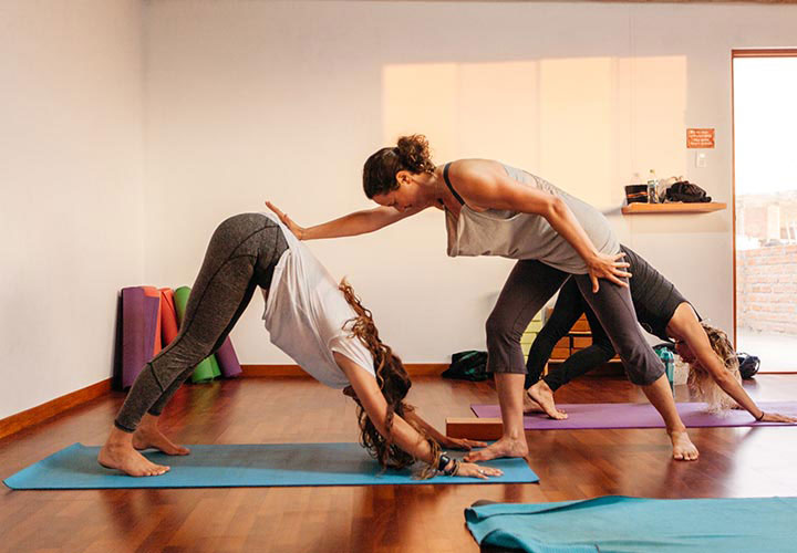 Unleash Founder Amy Schwartz teaching yoga